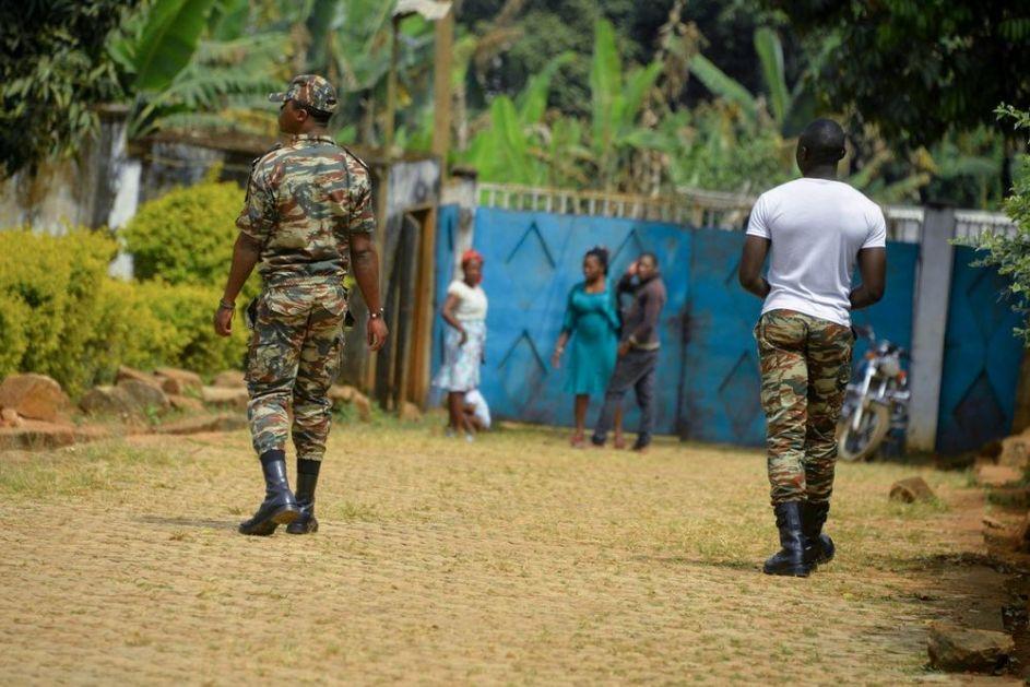 SVIREPI NAPAD U KAMERUNU: Ubijeno 22 ljudi, neke žrtve žive spaljene! Među stradalima i 14 dece