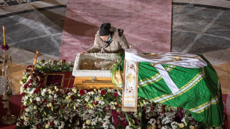 Patrijarh Irinej sahranjen u kripti hrama Svetog Save