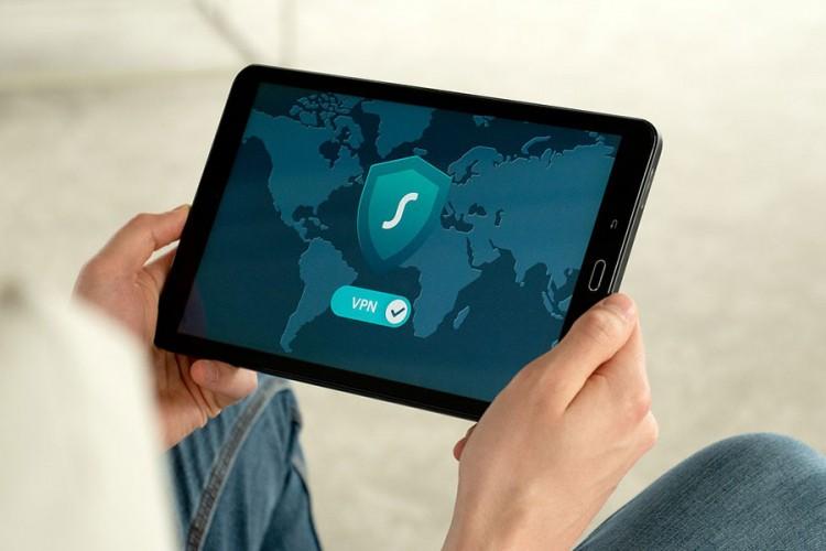 Samsung priprema tablet koji se savija na tri dijela