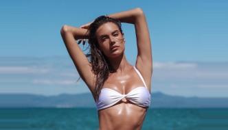 Sanjamo ljeto i trendi kupaće kostime uz Alessandru Ambrosio