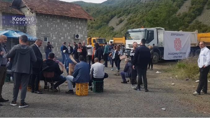 Saobraćaj u prekidu na Jarinju i Brnjaku, nema incidenata između Srba i Rosu
