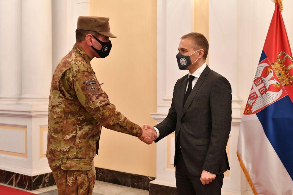 Sastanak ministra Stefanovića sa komandantom KFOR-a generalom Federićijem