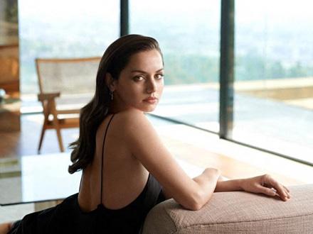 Sasvim posebna Kubanka Ana de Armas, nova Bondova devojka FOTO