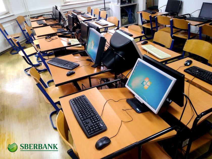 Sberbank Banja Luka donirala pet računara Medicinskoj školi u Banjaluci
