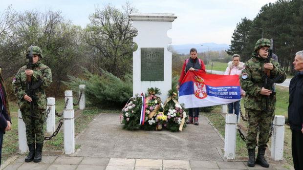 Sećanje na đački bataljon, venci na spomenik 1300 kaplara