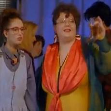 Sećate li se BUCKE iz Mi nismo anđeli? Snimila je VRELU SCENU sa Srđanom Todorovićem koja se pamti