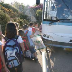 Sedmaci krenuli na ekskurziju u Vrnjačku Banju, a u autobusu saznali nešto zbog čega su ODMAH ZVALI RODITELJE