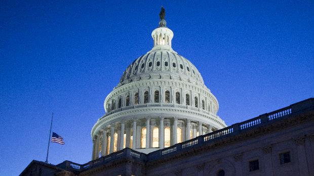 Senat ukinuo vanredno stanje, na potezu Tramp