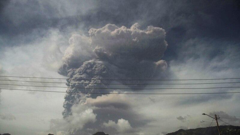 Sent Vinsent iščekuje nove erupcije vulkana, dok pomoć pristiže