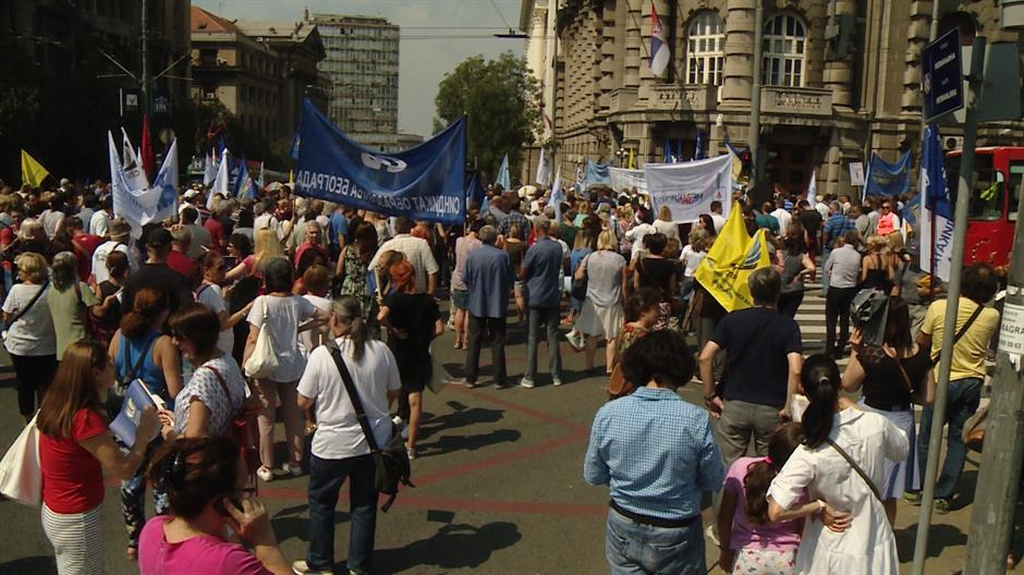 Serbian teachers protest over pay grades