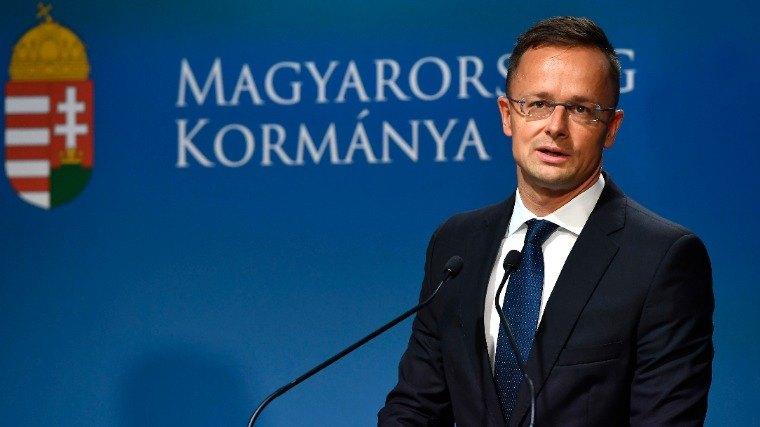 Sijarto: Ogromna greška bi bila sada glasati o članstvu Fidesa u EPP