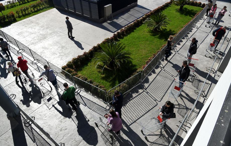 Ambasada notom obavestila Crnu Goru o odluci Srbije da pokloni pet respiratora