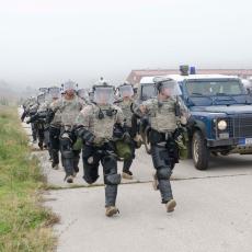 Šiptari zaveli teror, a KFOR se i DALJE PRAVI LUD: Hapšenja nije bilo, nastavljamo da nadgledamo situaciju