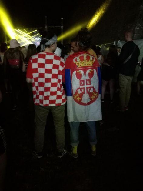Šire ljubav: Splićanka nosila srpsku, a Novosađanka hrvatsku zastavu