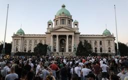 Situacija mirna posle bacanja kamenica i flaša ka policiji, demonstranti potisnuti sa stepeništa
