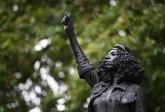 Sklonjena statua crne demonstrantkinje u Bristolu