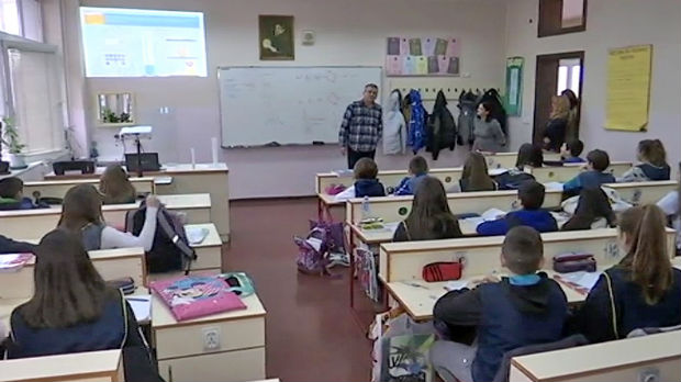 Škole u Srbiji – od poljskih toaleta do mikrobajt računara