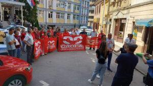 Skup podrške suspendovanom sindikalcu ispred užičke policije
