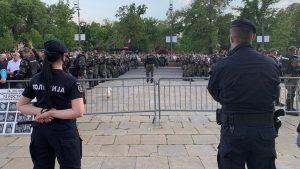 Slika Srbije pred izbore: Dva skupa – oči u oči – uprkos svim zabranama