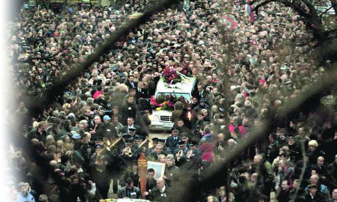 Slobodan Milošević - lične i političke drame (25): Sahrana bez porodice
