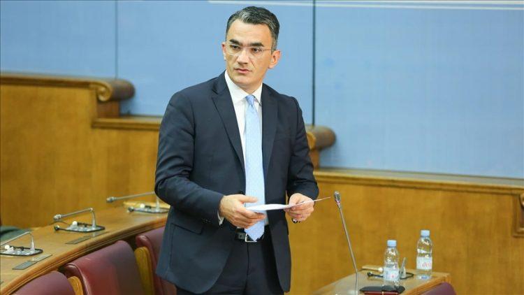 Smijenjen Vladimir Leposavić zbog negiranja genocida u Srebrenici