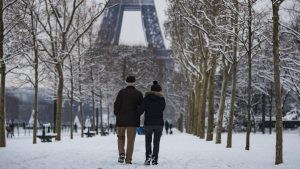 Sneg zatvorio Ajfelov toranj