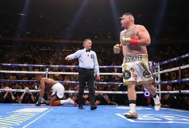 Šok kakav boks dugo nije video – Ruiz nokautirao Džošuu! VIDEO
