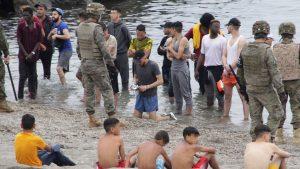 Španija: Policija suzavcem rasterivala migrante