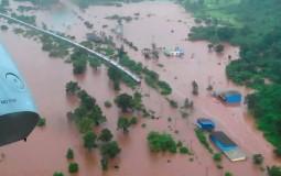 Spasioci evakuisali 700 putnika iz poplavljenog voza u Indiji