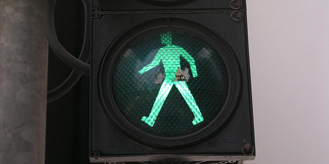 Split: Projurio kroz crveno, udario pešake, srušio semafor