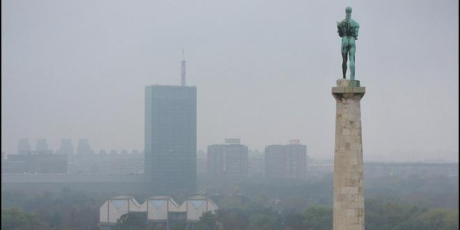 Spuštena statua Pobednika