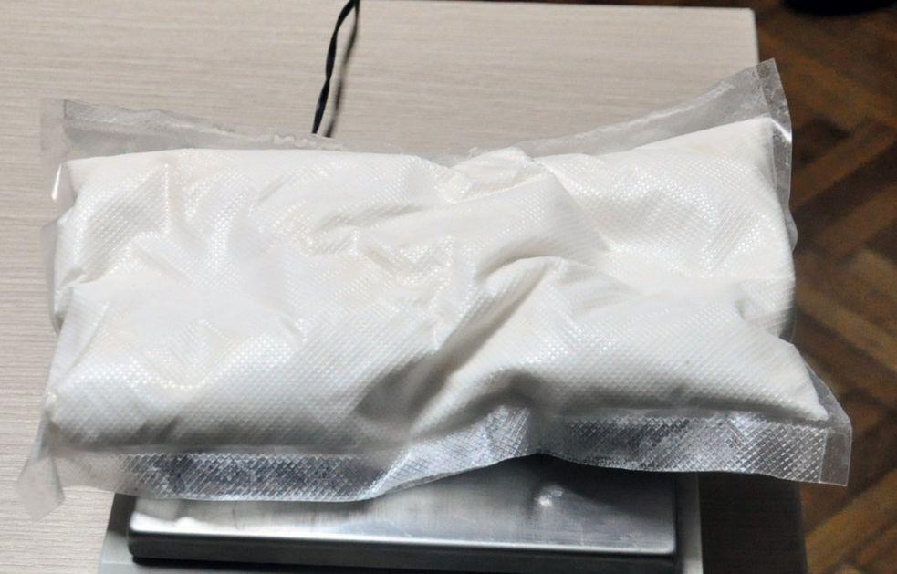 Sprečen šverc kokaina u kamenu i skupe marihuane