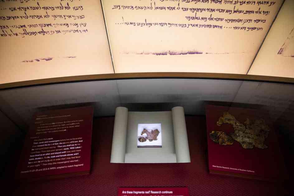 Sprečeno krijumčarenje 1.200 godina stare Biblije