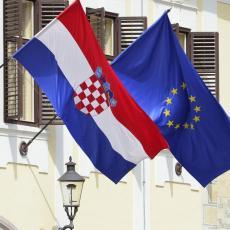 Sramota! Automobil vlade Srbije zaustavljen u Hrvatskoj, vozač KAŽNJEN!