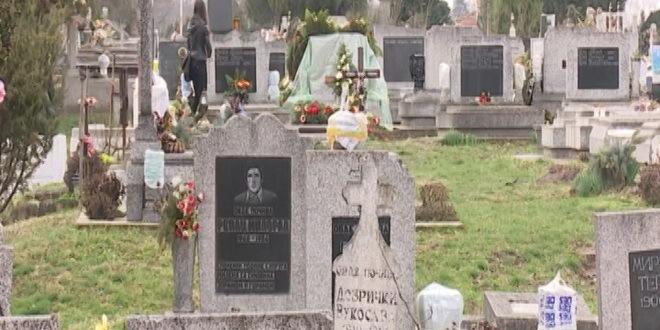 Srbi obišli groblje u Prištini, deo zarastao u korov