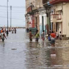 Srbi zarobljeni na Karibima čekaju SPAS: Voda je zagađena, ljudi se nisu okupali 8 dana, DRAMA TRAJE