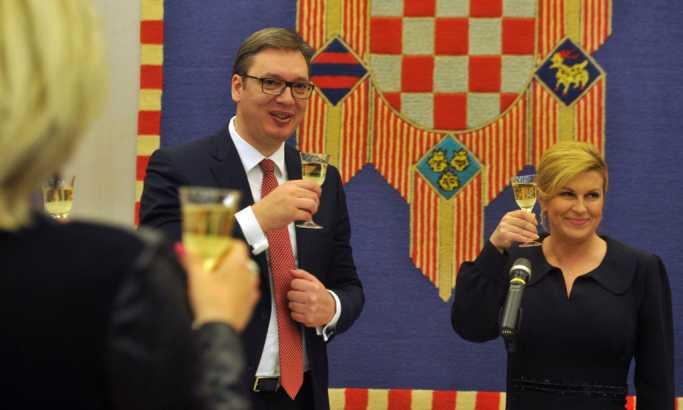 Srbija i Hrvatska su zarobljenici prošlosti, jer političarima tako odgovara
