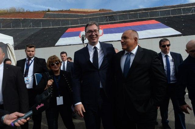 Srdačan susret: Vučić na novom auto-putu sačekao Bojka Borisova