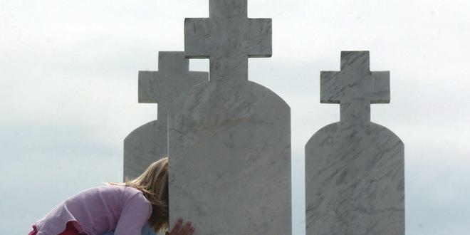 Srebrenica: Služen parastos Srbima poginulim na Petrovdan 1992.