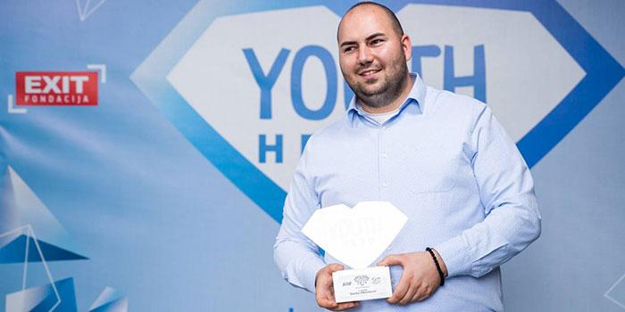 """Srećku Zdravkoviću nagrada """"Mladi heroj"""" za društveni aktivizam [VIDEO]"""