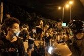 Srednjoškolci u ljudskim lancima, blokiraju tačke ključne za život Hongkonga