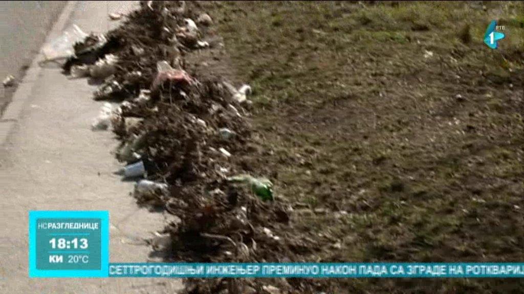 Sremska Kamenica: Smeće pored puta preti da postane deponija