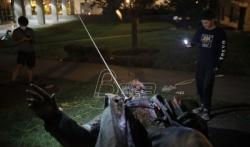 Srušen spomenik konfederalnom generalu u Vašingtonu