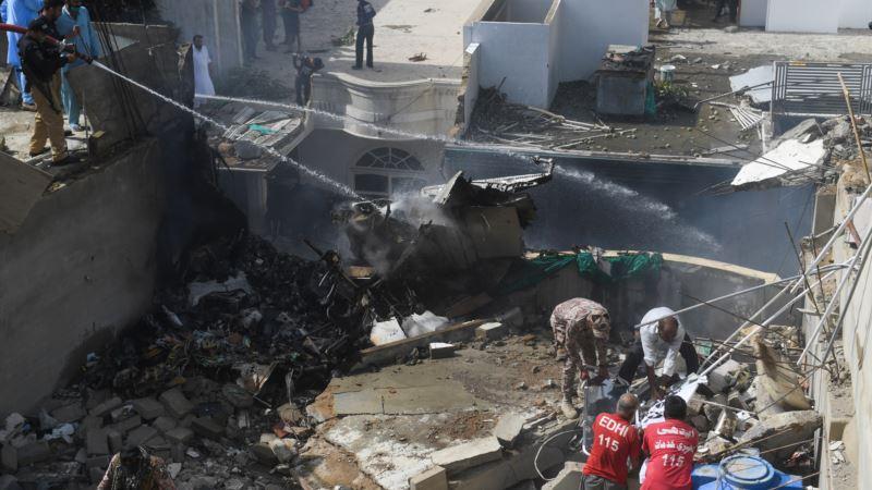 Srušio se putnički avion u Pakistanu