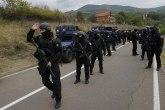 Šta da urade Srbi kako pripadnici Rosu ne bi šenlučii, pucali u uličnu rasvetu ili koristili vatreno oružje