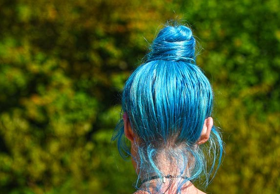 Šta farba može da uradi? Užasno oštećena kosa, a deo je čak opao! (VIDEO)