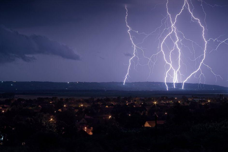 Šta kad se nađemo usred oluje, kako se zaštititi?
