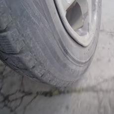 Šta se desi sa točkom automobila kada pređeš 11 kilometara pod ručnom? (VIDEO)