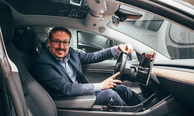 Šta se dogodi kada kupac želi električni automobil, a prodavac ga nema u ponudi