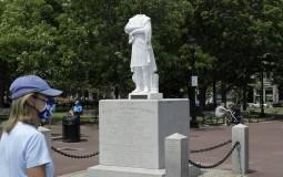 Statue Kristofera Kolumba na meti napada demonstranata u Bostonu i u Virdžiniji